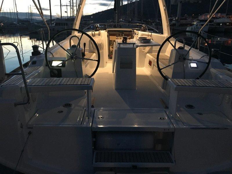 Oceanis 38.1 (Baby Dory AC shore power underwater light blue hull)  - 17