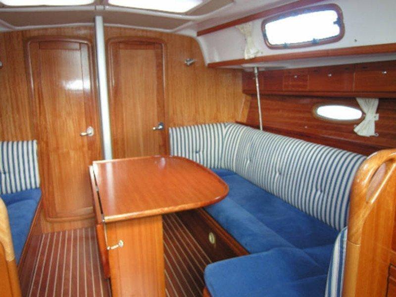 Bavaria 37 Cruiser (Mio) Interior image - 6