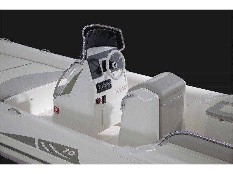 BSC 70 (BSC 70 (Yamaha 200)) Interior image - 1
