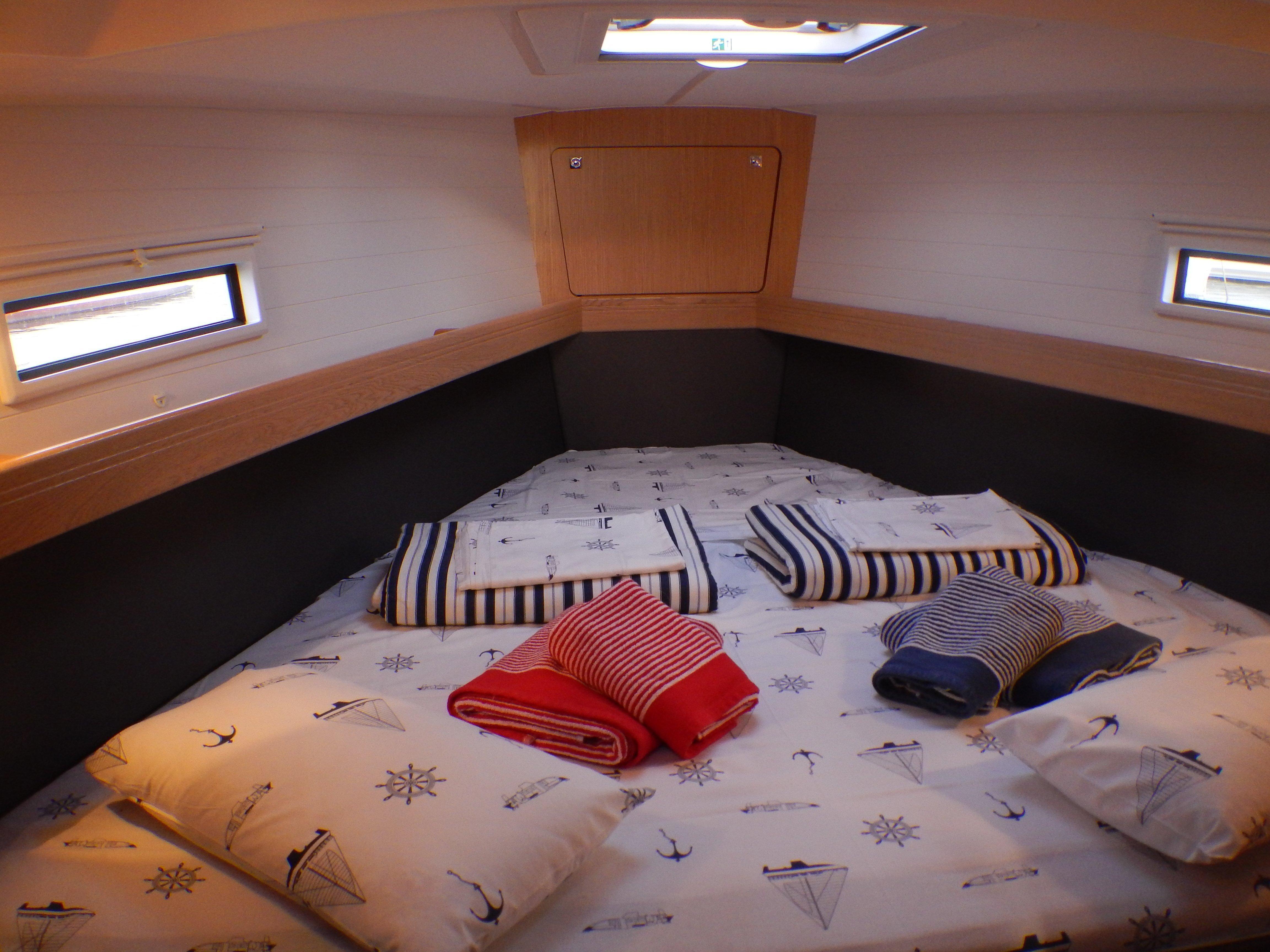 Bavaria 41 Cruiser (Morning Breeze) Interior image - 9
