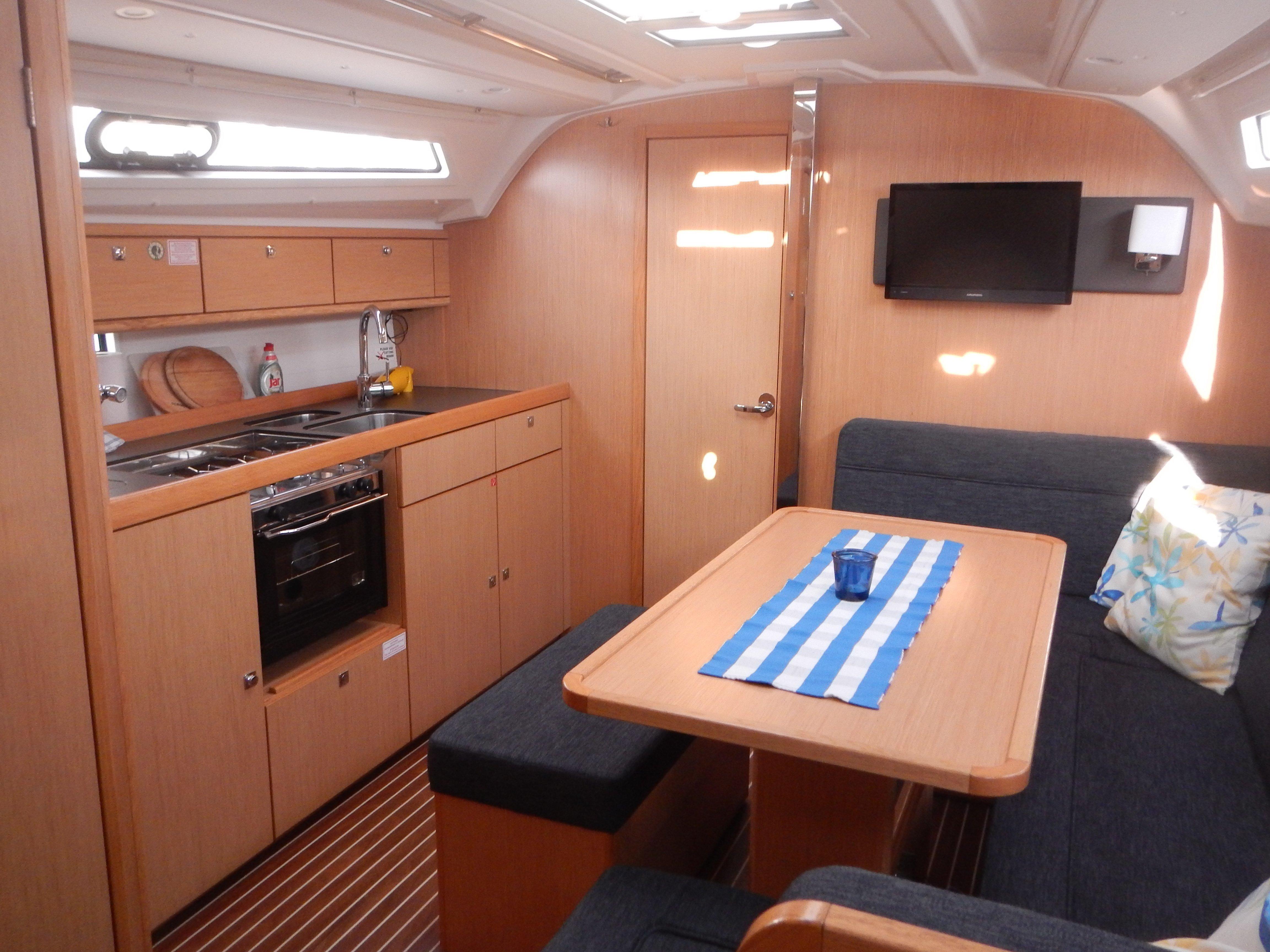 Bavaria 41 Cruiser (Morning Breeze)  - 3