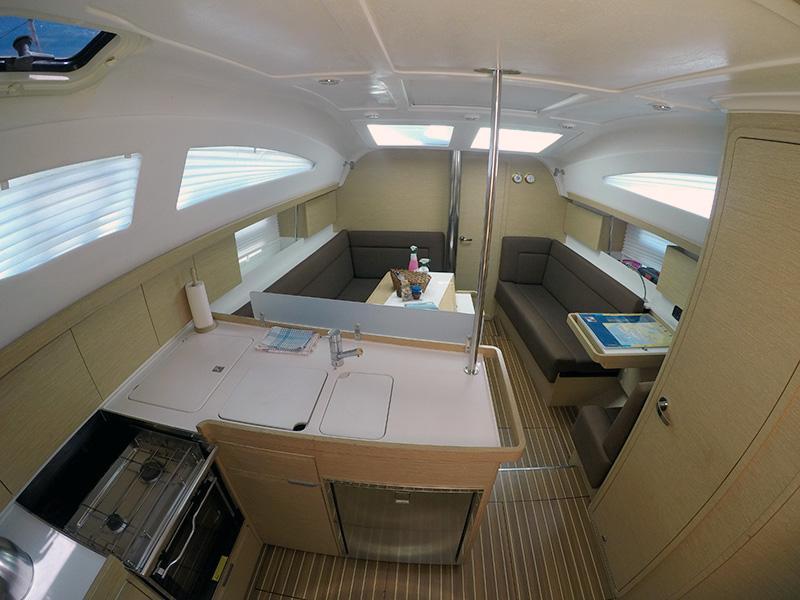 Elan 40 Impression (Silente - Bowthruster, large swimming platform, roll main sail, webasto heating) Interior image - 16