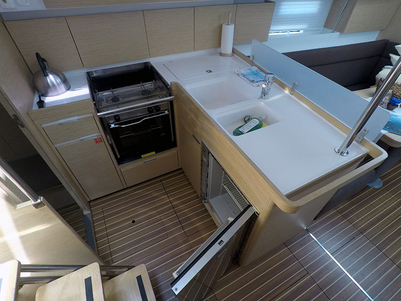 Elan 40 Impression (Silente - Bowthruster, large swimming platform, roll main sail, webasto heating) Elan 40 Impression - 21