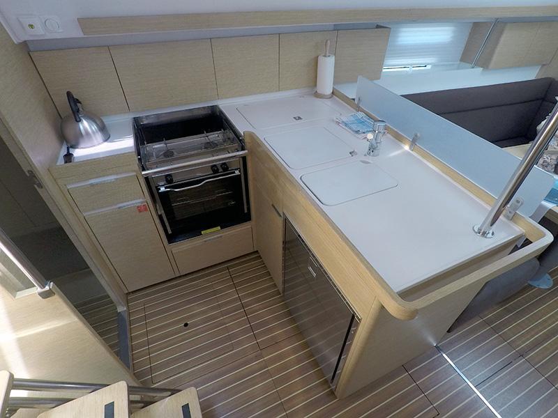 Elan 40 Impression (Silente - Bowthruster, large swimming platform, roll main sail, webasto heating) Elan 40 Impression - 18