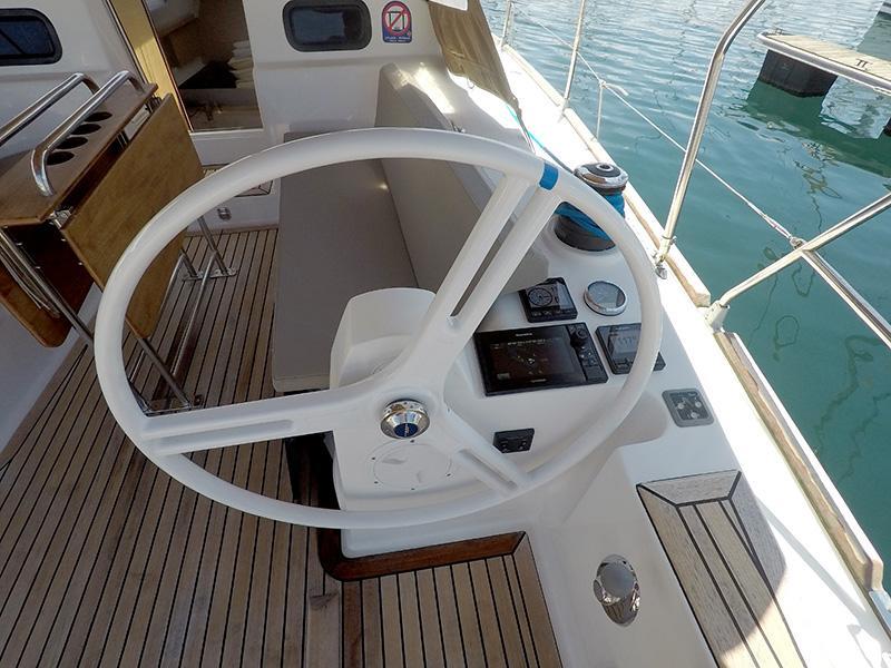 Elan 40 Impression (Silente - Bowthruster, large swimming platform, roll main sail, webasto heating) Elan 40 Impression - 12