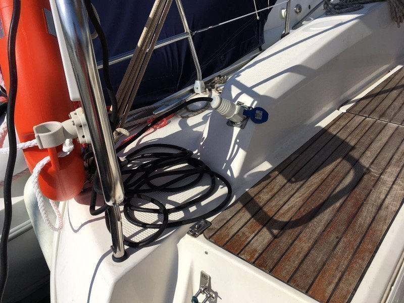 Bavaria 32 Cruiser (Ocean's Black)  - 12