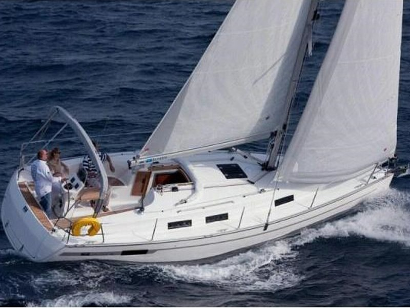 Bavaria 32 Cruiser (Ocean's Black)  - 8