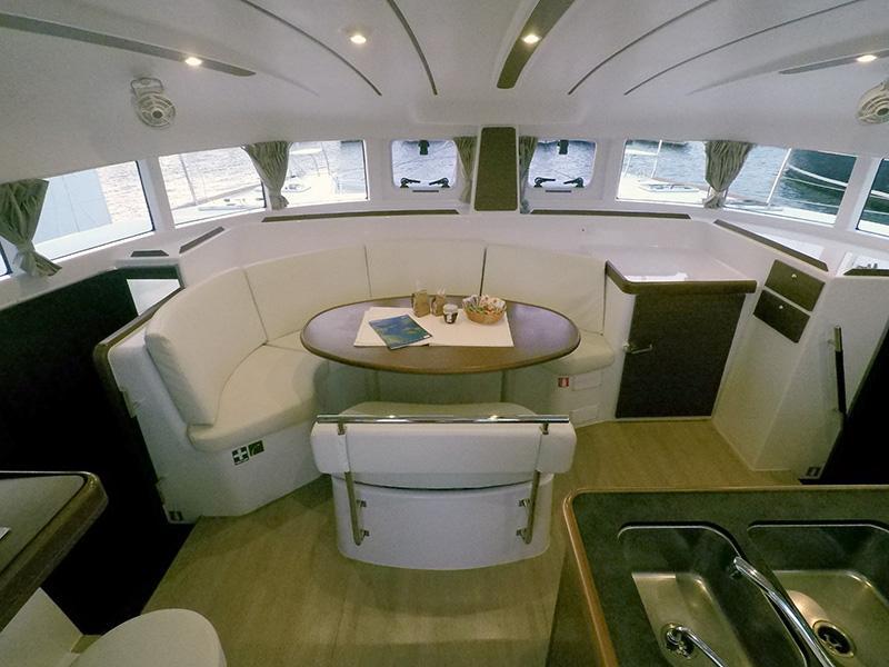 Lagoon 380 (Grey pearl (AC + generator)) Interior image - 13