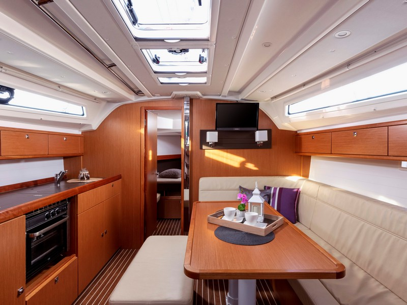 Bavaria Cruiser 41 (NINA with AC) Interior image - 13