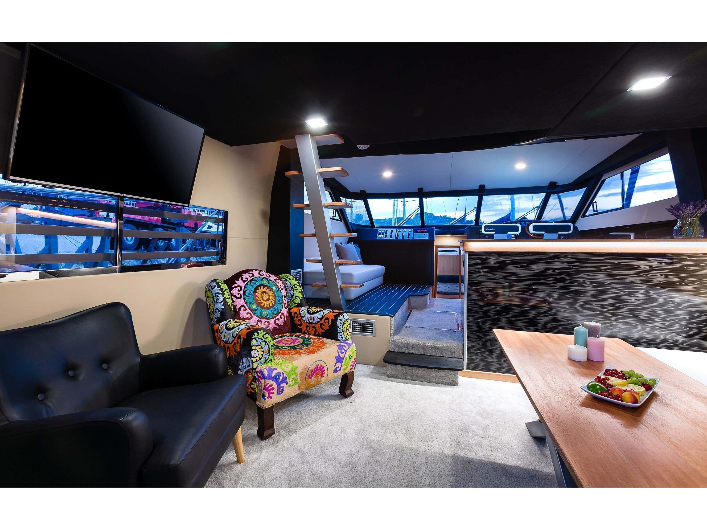 Fairline Squadron 59 (Happy Factory) Interior image - 3