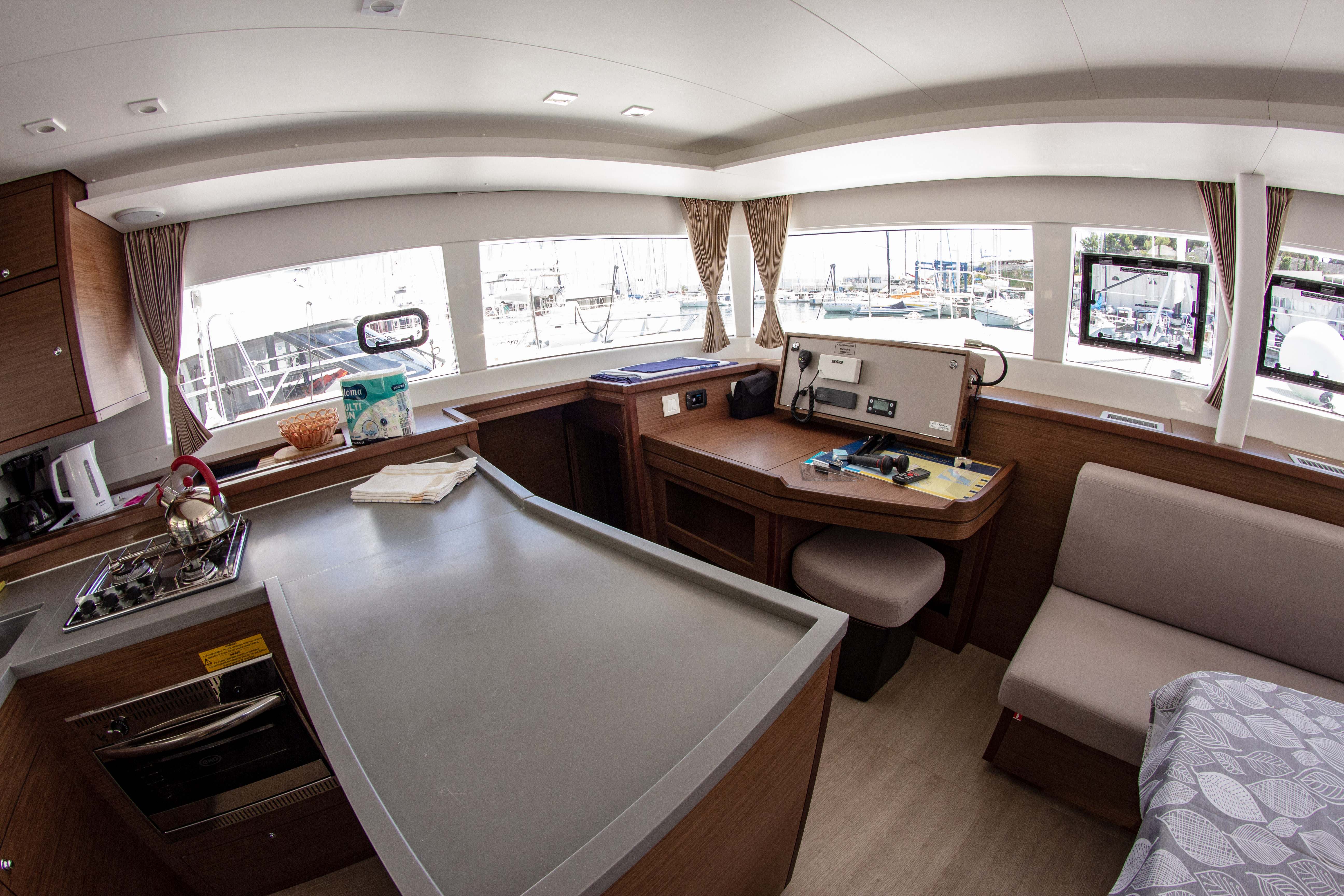 Lagoon 450 F (2018) equipped with generator, A/C ( (MALA MARE)  - 9