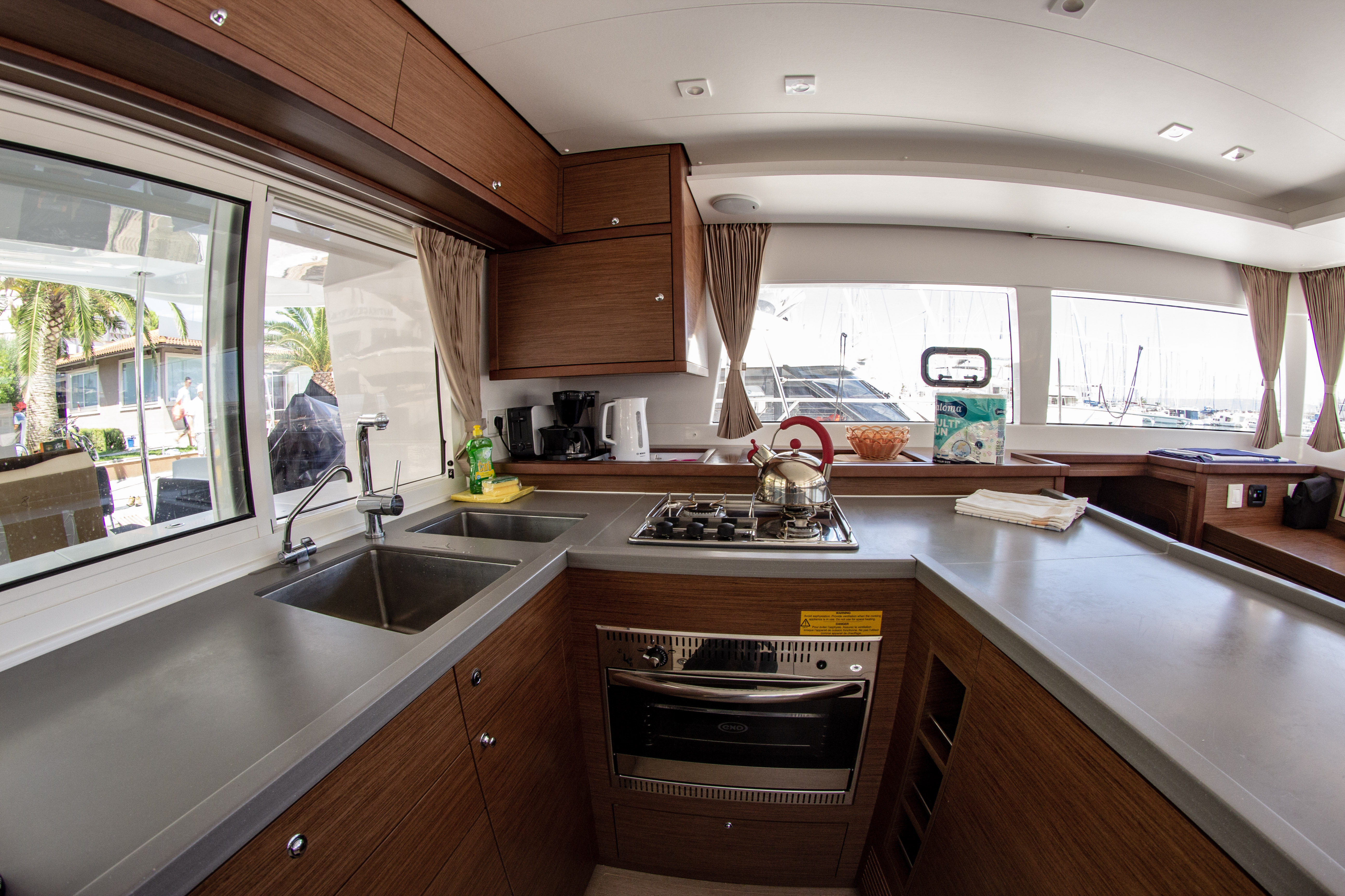 Lagoon 450 F (2018) equipped with generator, A/C ( (MALA MARE)  - 1