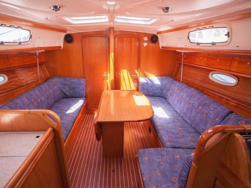 Bavaria 37 Cruiser (Veja) Interior image - 2
