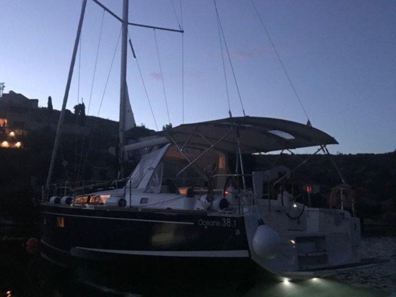 Oceanis 38.1 (Baby Dory AC shore power underwater light blue hull)  - 18