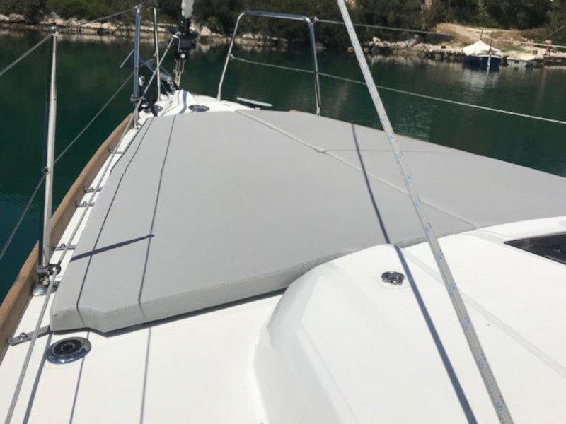 Oceanis 38.1 (Baby Dory AC shore power underwater light blue hull)  - 22