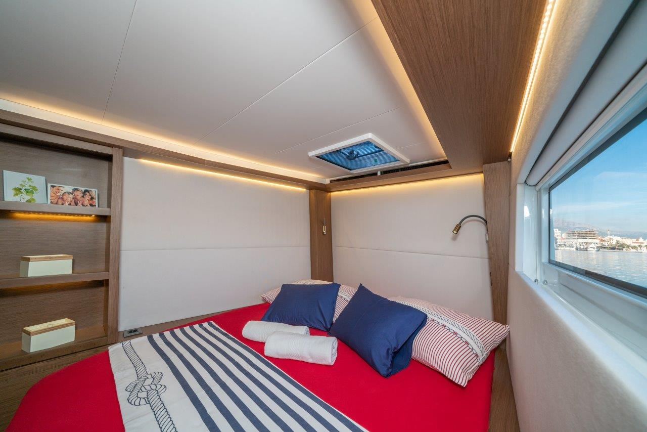 Lagoon 50 (2018)equipped with airconditioning (sal (CAPTAIN MORGAN)  - 3