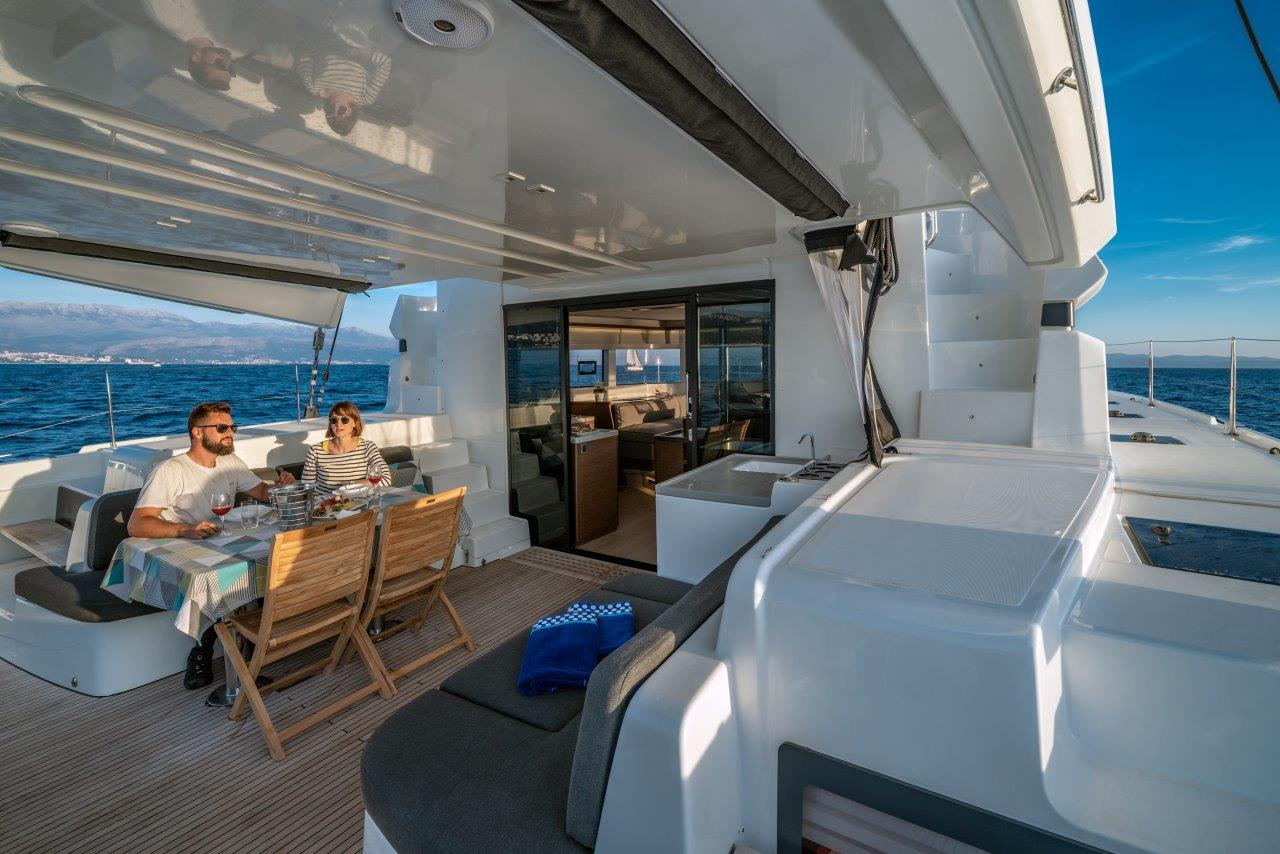 Lagoon 50 (2018)equipped with airconditioning (sal (CAPTAIN MORGAN)  - 2