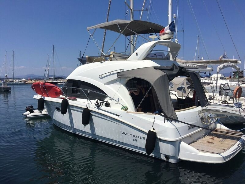 Beneteau Antares 36 Fly (JOIA) Main image - 11