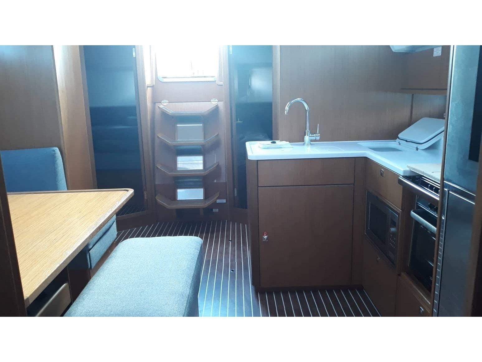 Bavaria Cruiser 46 Style (Pinot Gris) Interior image - 2