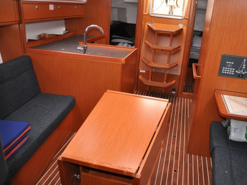 Bavaria Cruiser 37 (Polo - with bowthruster)  - 11