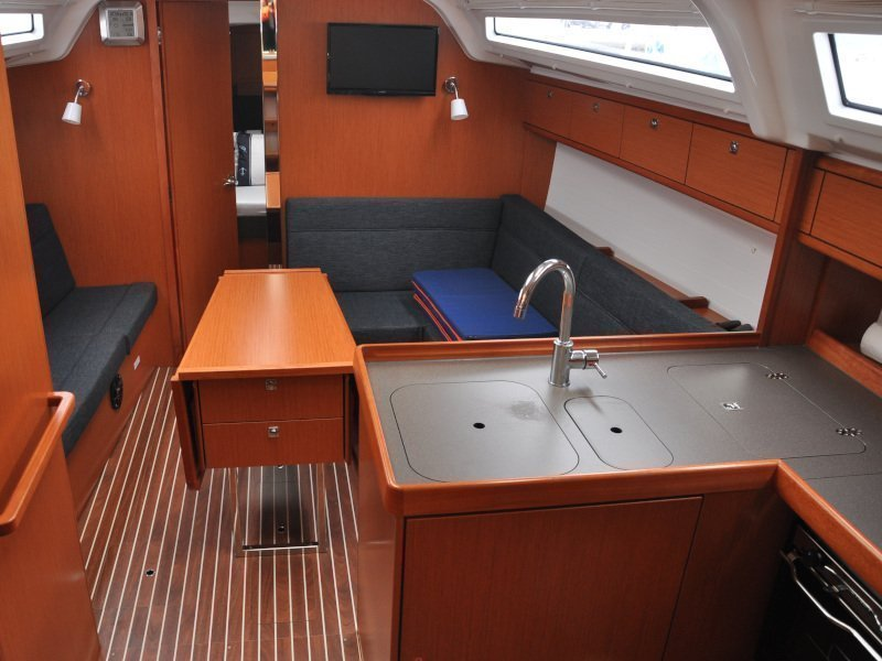 Bavaria Cruiser 37 (Polo - with bowthruster) Interior image - 15