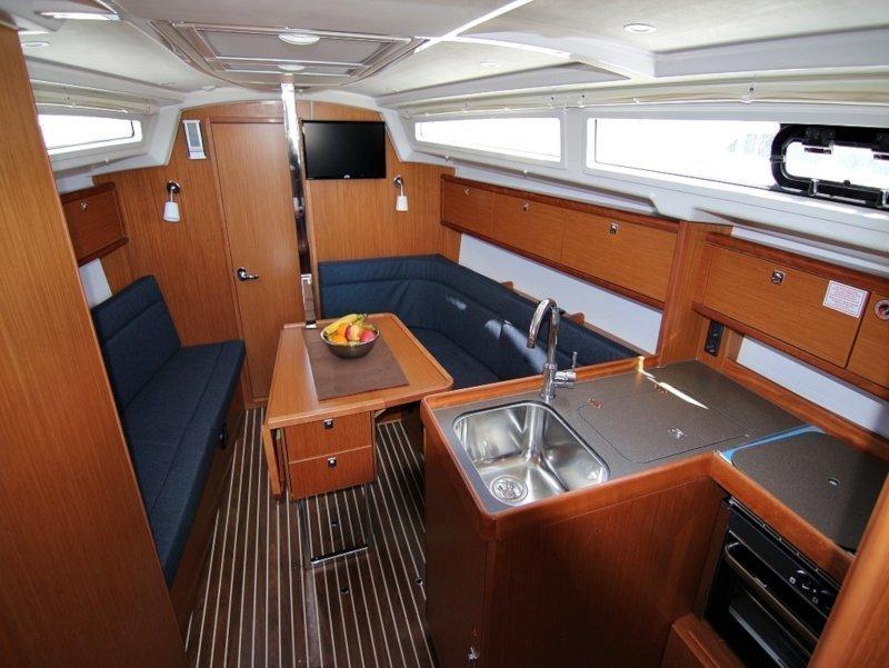 BAVARIA C 34 (VITA) Interior image - 10
