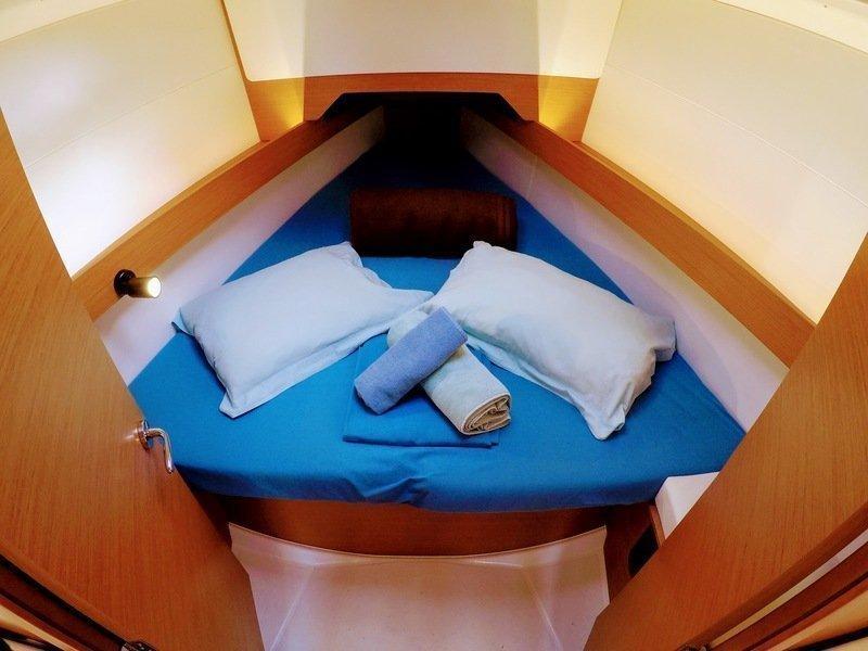 Sun Odyssey 349 (Poseidon) bow cabin - 11