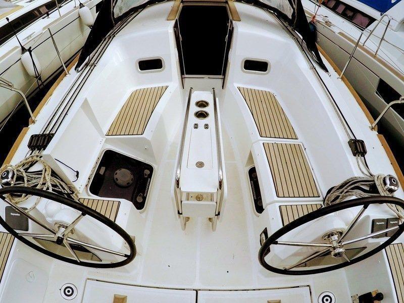 Sun Odyssey 349 (Poseidon) cockpit view 2 - 7