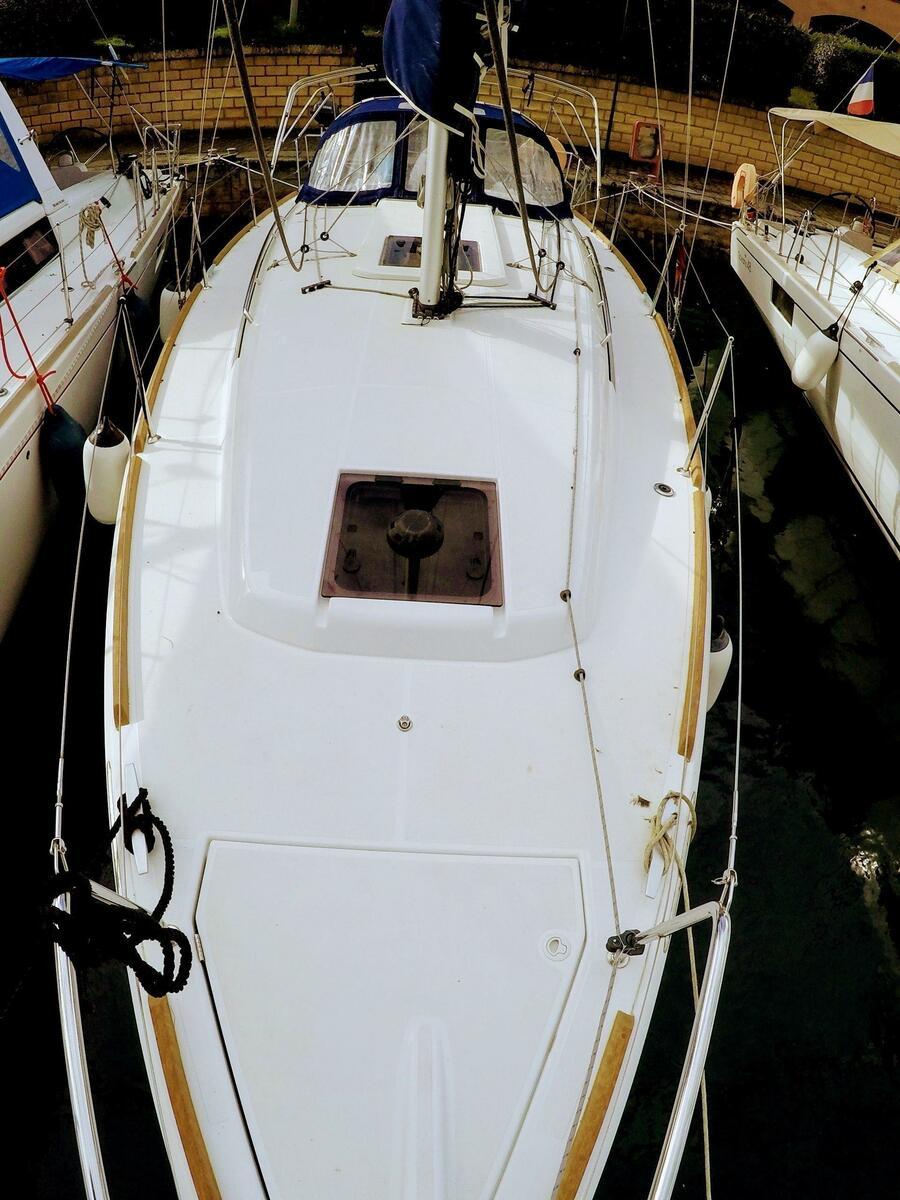 Sun Odyssey 349 (Poseidon) bow view - 9