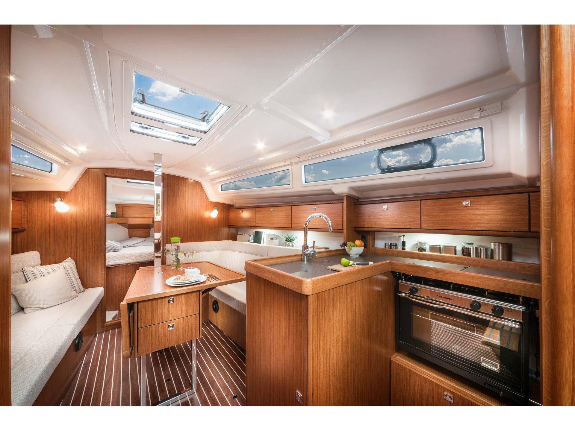 Bavaria 34 Cruiser (Be Happy) Interior image - 18