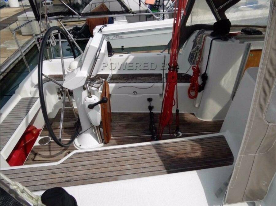 Sun Odyssey 33i (Aqua) cockpit side - 6