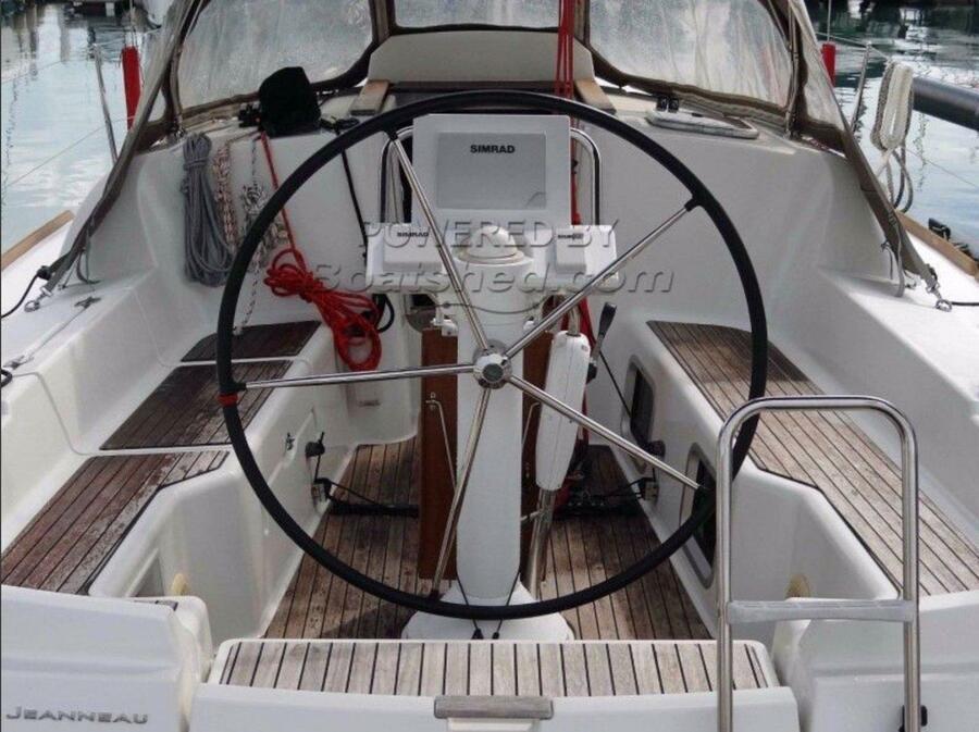 Sun Odyssey 33i (Aqua) cockpit forward - 3
