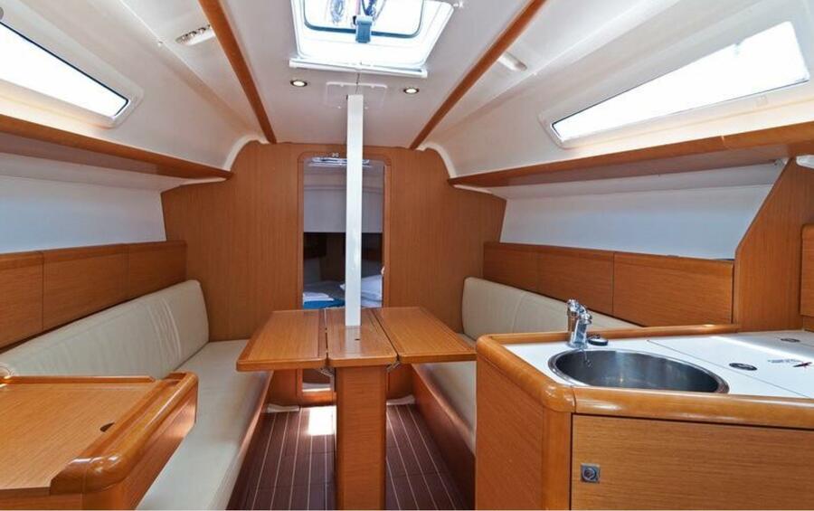 Sun Odyssey 33i (Aqua) saloon forward - 15