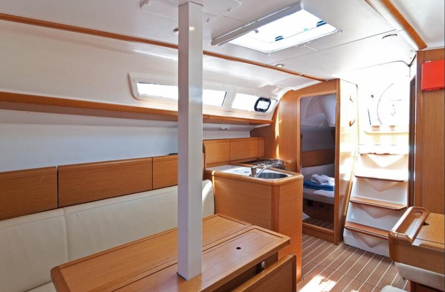 Sun Odyssey 33i (Aqua) saloon aft starboard - 14