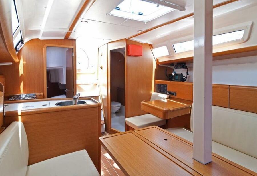 Sun Odyssey 33i (Aqua) saloon aft port - 16