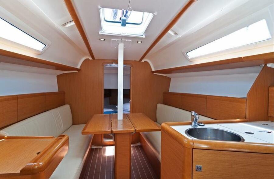 Sun Odyssey 33i (Aqua) saloon forward - 11