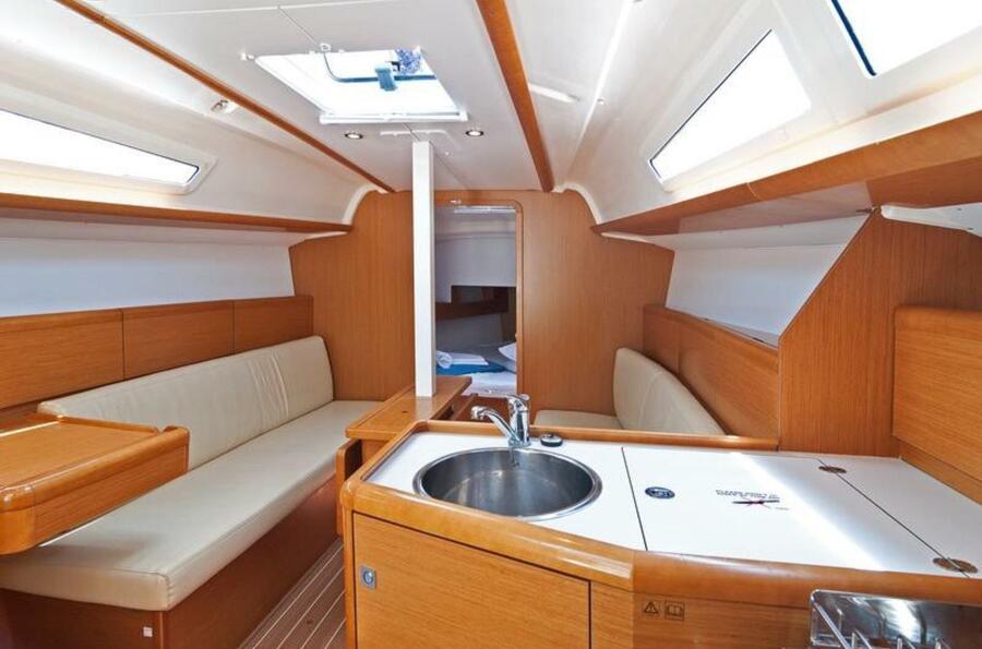 Sun Odyssey 33i (Aqua) saloon forward - 7