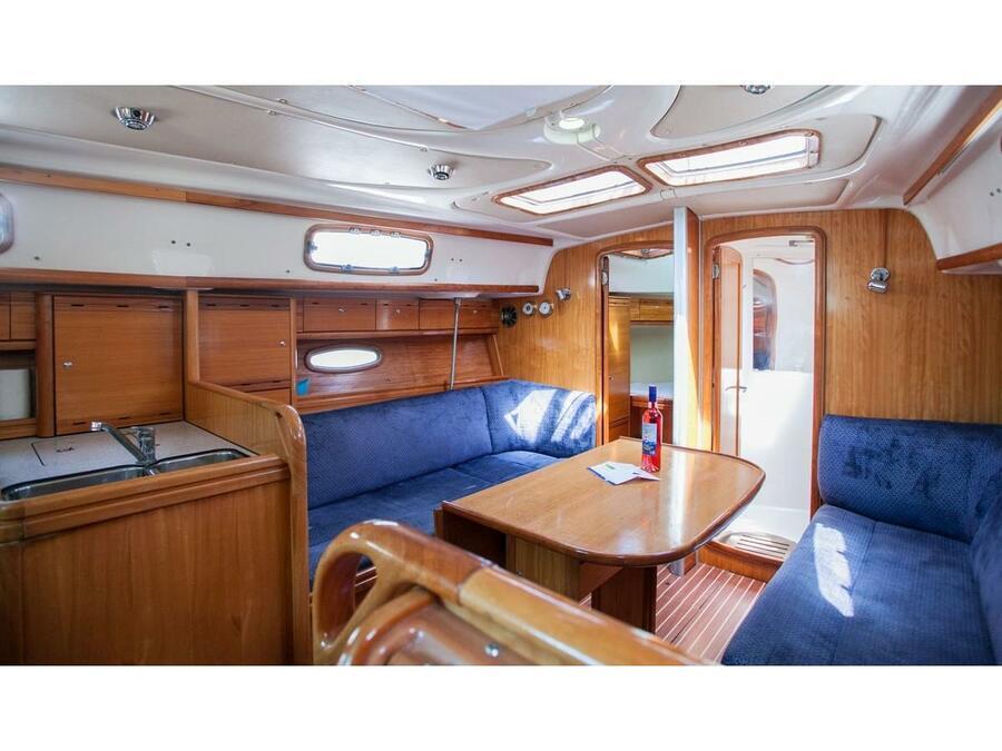 Bavaria 37 Cruiser (Mare) Interior image - 9