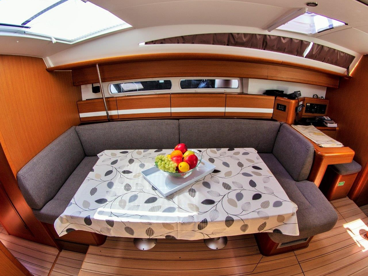 Jeanneau 53 (2013) equipped with roll mainsail, bo (MUŠULA) Interior image - 11