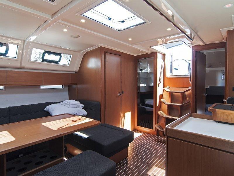 Bavaria Cruiser 51 (Adria Ivana) Interior image - 17