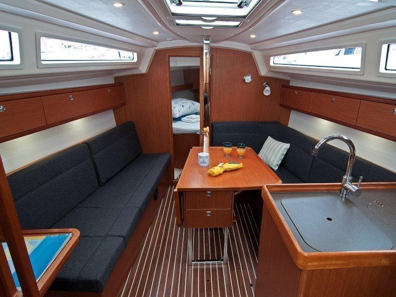 Bavaria Cruiser 33 (Adria Breeze) Interior image - 2
