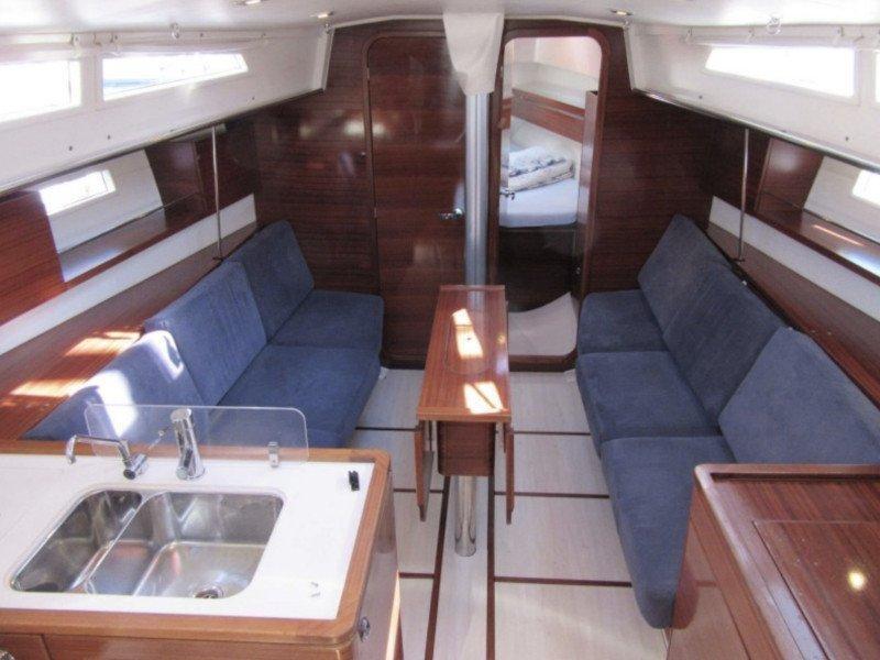 Salona 38 (Rum) Interior image - 2