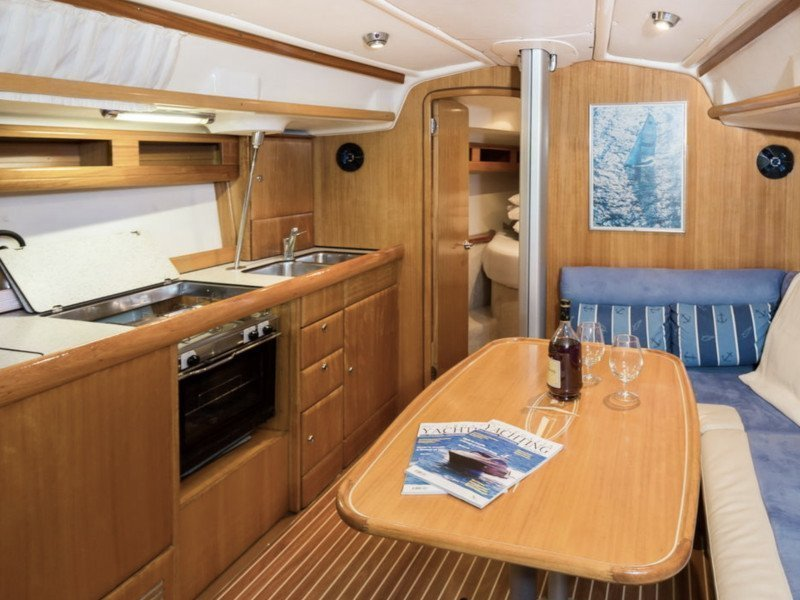 Bavaria 42 Match (Sidney) Interior image - 4