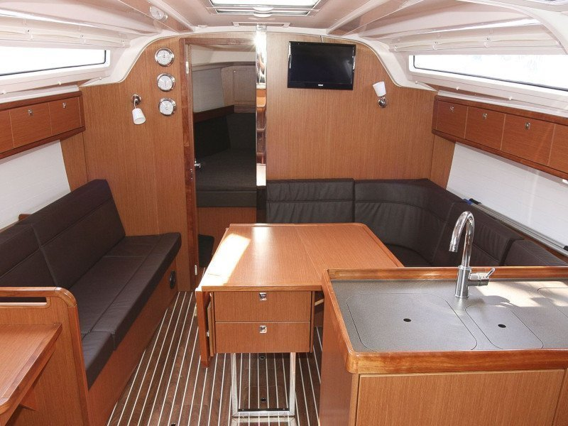 Bavaria Cruiser 37 - 2 cab (Swing) Interior image - 4