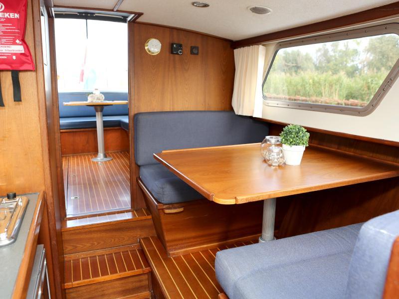 Pedro 800 (Australis) Interior image - 12