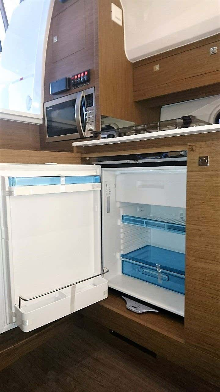 Jeanneau Cap Camarat 10.5 WA (Jeanneau Cap Camarat 10.5 WA) refrigerator galley - 17