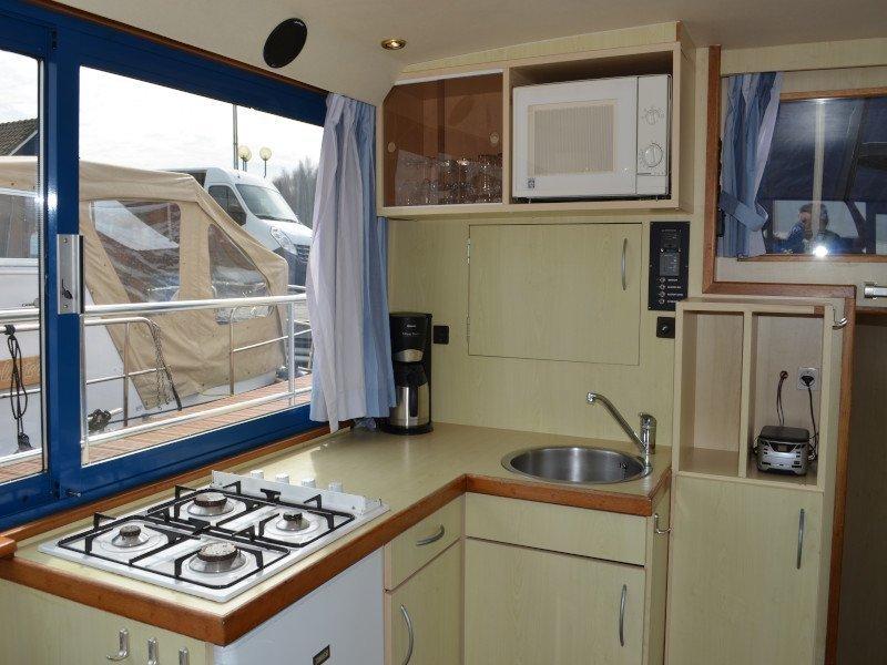 Safari Houseboat 1050 (Queen)  - 1