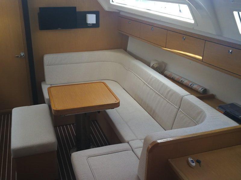 Bavaria Cruiser 41S (Eva) Interior image - 8