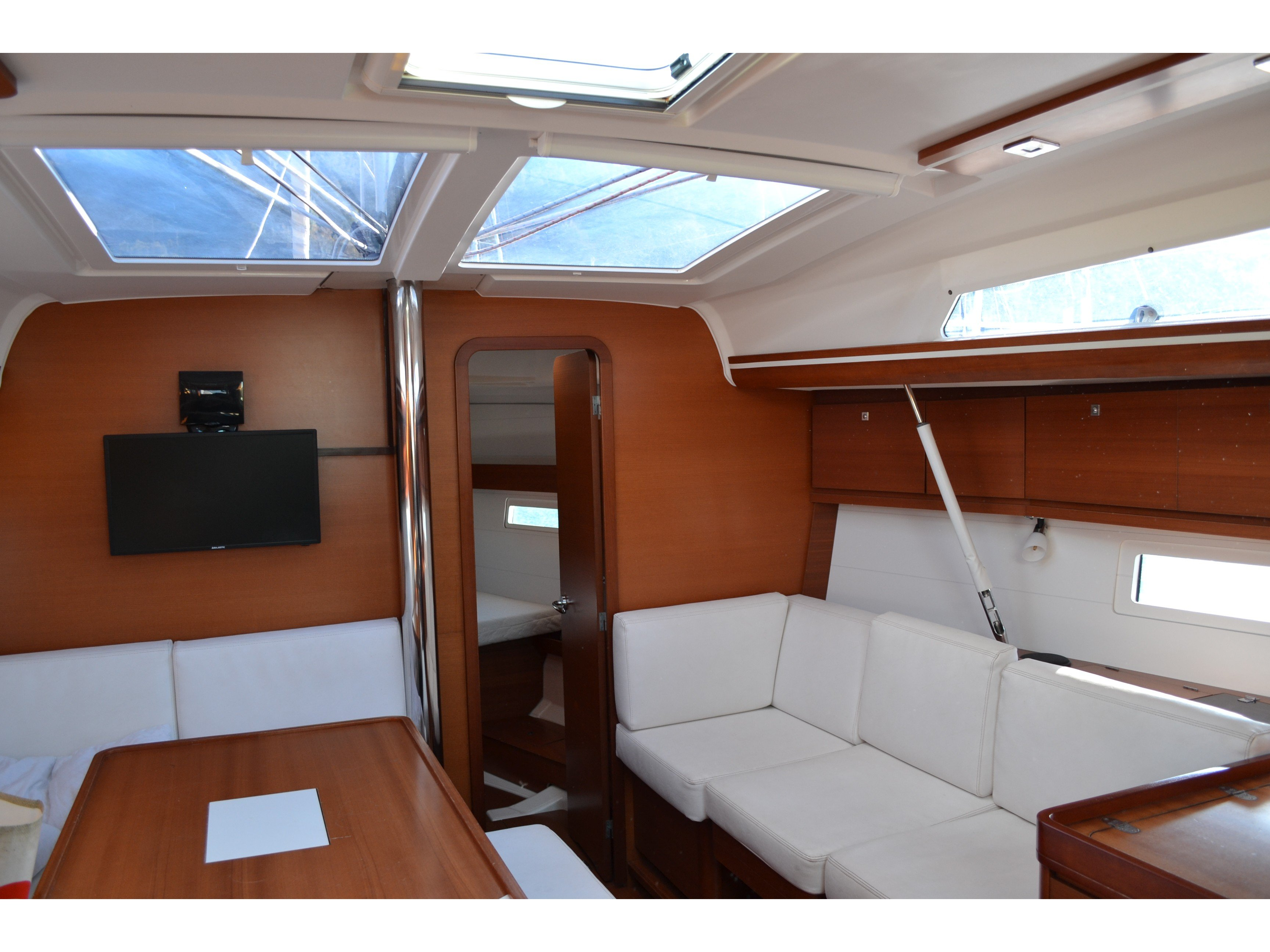 Dufour 410 Grand Large (Aloha 1) Interior image - 1