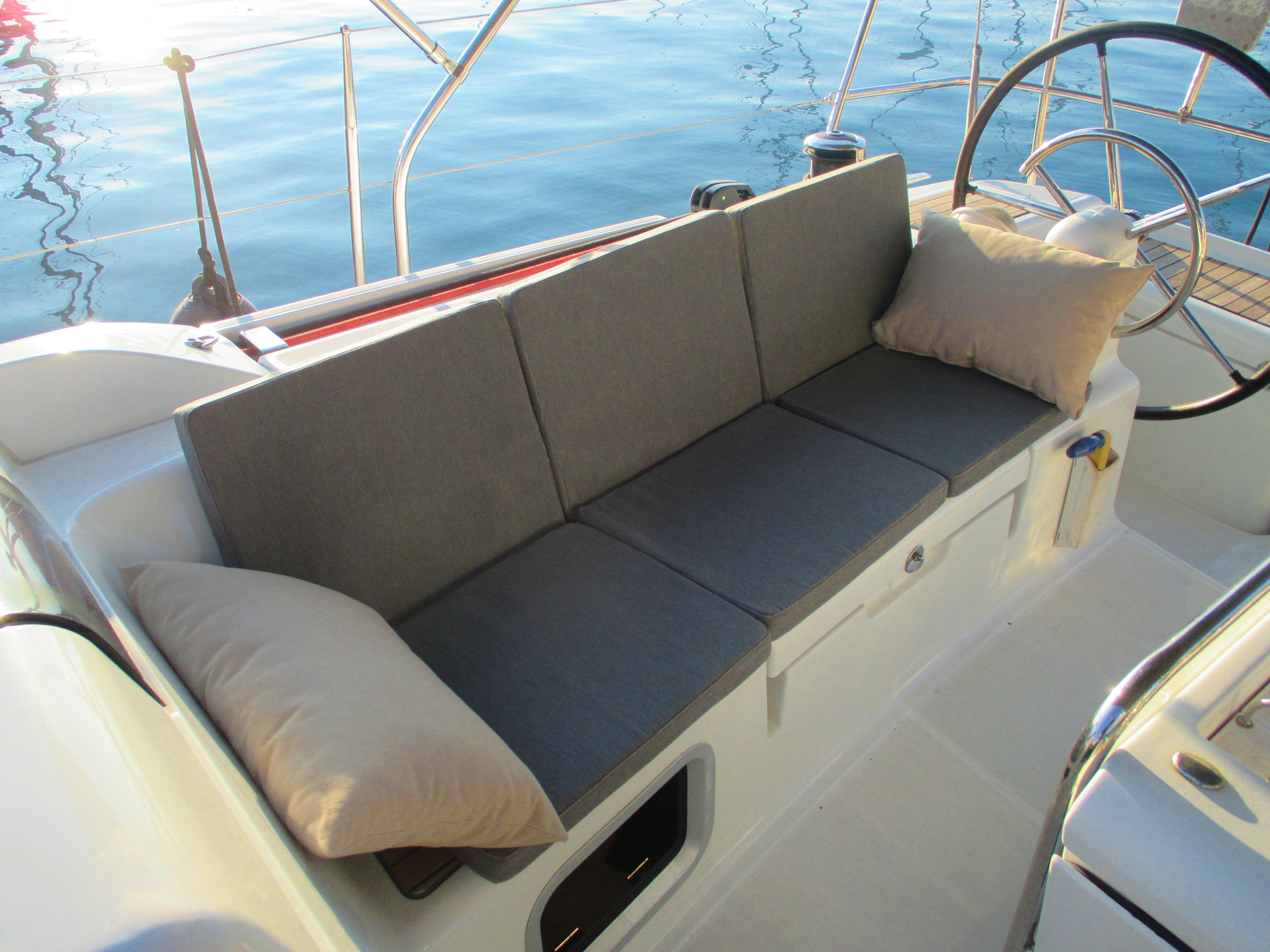 Sun Odyssey 439 (Esquitx) Deck cushions - 24